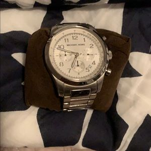 Micheal Kors silver watch in box with links
